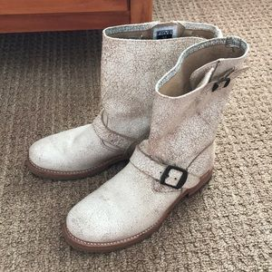 Like new  Frye short Veronica slouch boots white